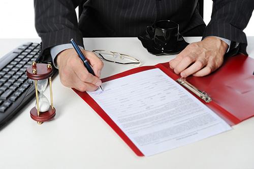 Мужчина, ручка, документ, песочные часы, очки, клавиатура