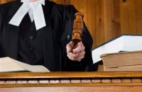 Судья, судейский молоток, книги