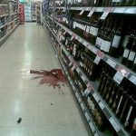 Магазин, разбитая бутылка