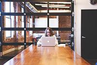 Женщина, ноутбук, чашка