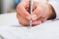 Мужчина, ручка, документ