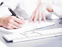 Блокнот, клавиатура, ручка