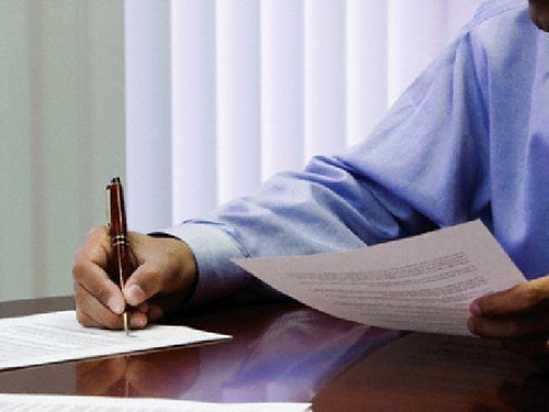 Документы, ручка, мужчина