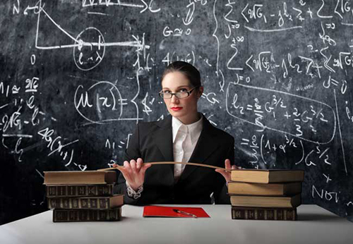 Учитель, книги, доска, указка