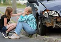 Девушки, разбитая машина