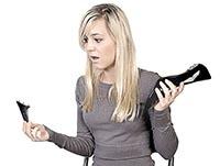 Женщина со сломанным каблуком