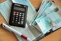 Калькулятор, ручка, деньги, страховой полис
