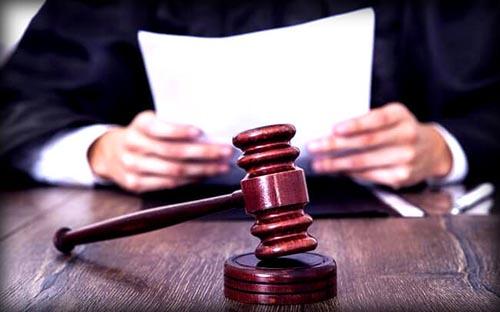 Судейский молоток, документы, судья