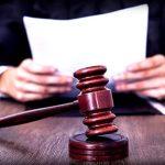 Судья, судейский молоток, документы