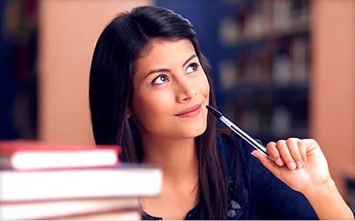 Женщина, книги, ручка