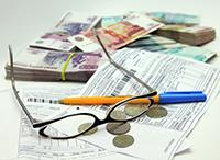 Очки, деньги, квитанция, ручка