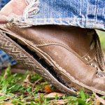 Порванный ботинок