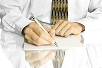 Мужчина, лист бумаги, ручка