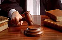 Судейский молоток, книги, судья