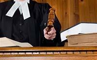 Судья, книги, судейский молоток