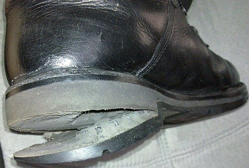 Порванная обувь
