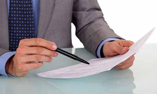 Мужчина, документ, ручка