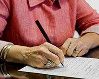 Женщина, документ, ручка