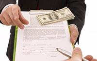 Мужчина, документ, деньги, ручка