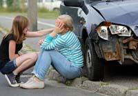Женщина, девушка, разбитый автомобиль