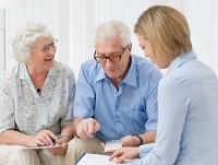 Пенсионеры и доктор