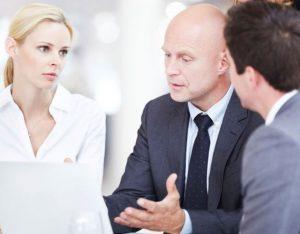менеджер, покупатели, разбирательство