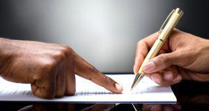 руки, ручка, листок, указание