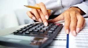 калькулятор, карандаш, рука