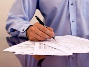 мужчина, ручка. листки