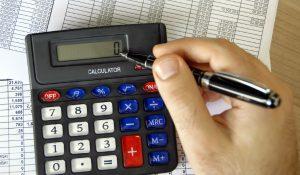 калькулятор, ручка, листок